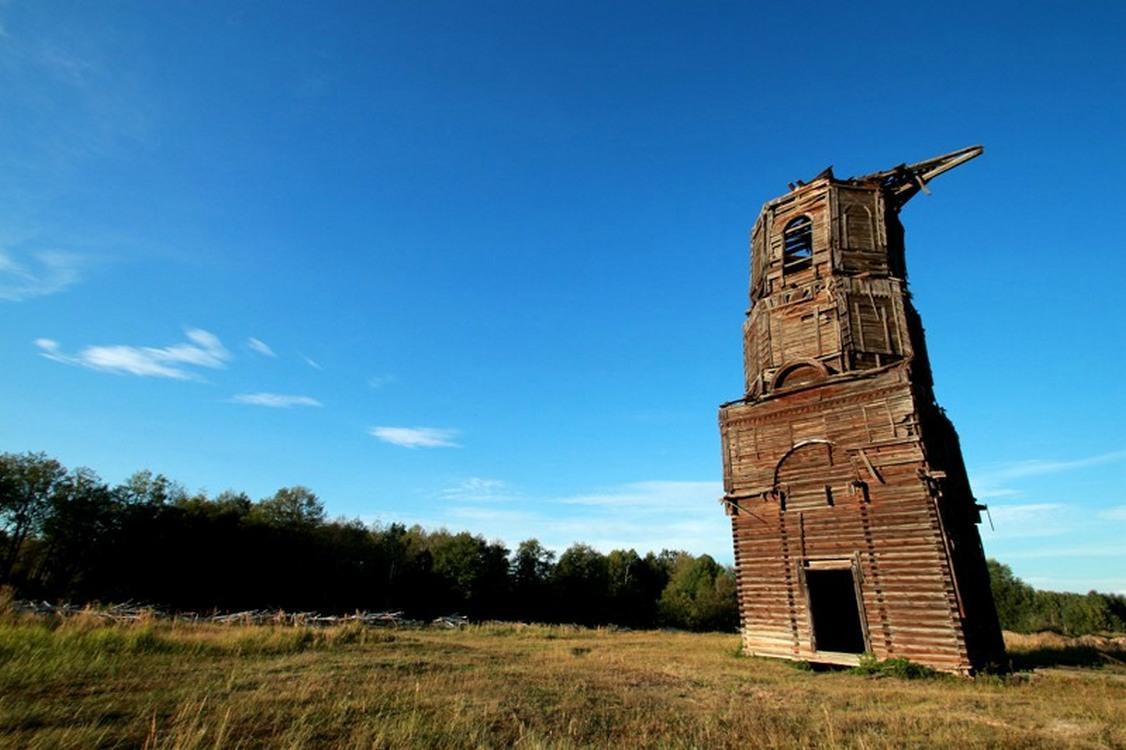 представлен список картинки про старинную колокольню в селе мошъюга словам